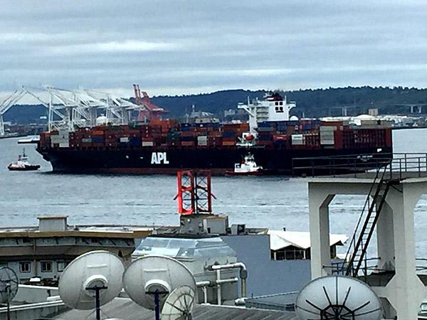 cargo-traffic-on-the-move-boyd-vander-houwen